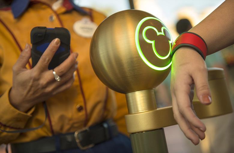 Disney-MagicBand1